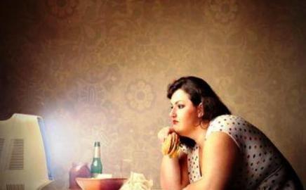 Apa Benar Makan di Malam Hari Bikin Gemuk?