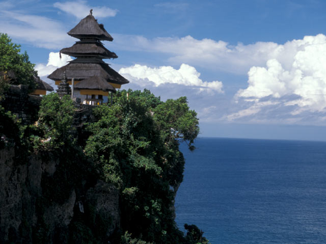 http://arayitnum.files.wordpress.com/2012/05/uluwatu-tample.jpg